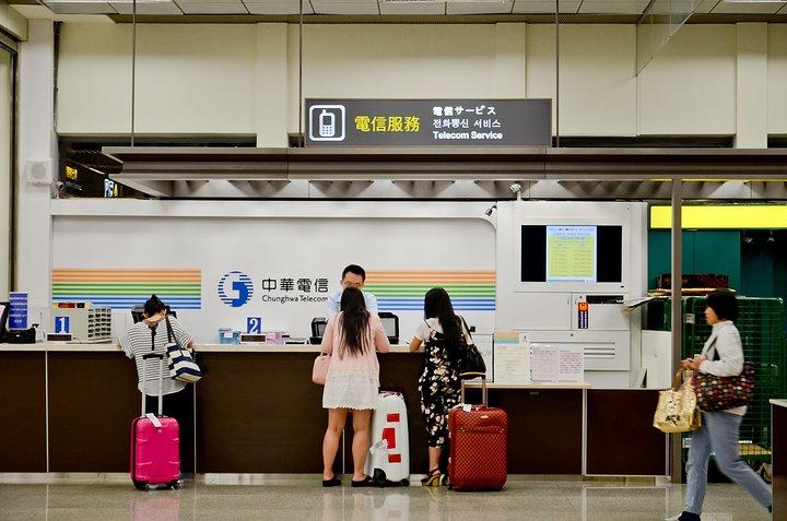 台北旅行:プリペイドSIMカード販売カウンター 正面